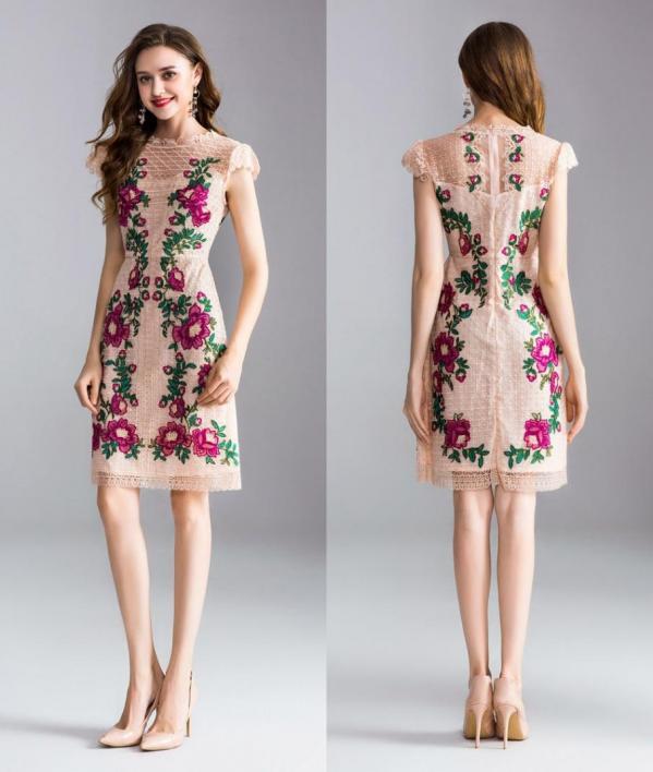 robe courte crayon fourreau dentelle rose poudré à broderie florale