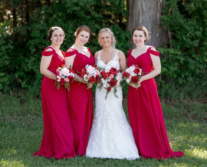 robe demoiselle d'honneur rouge longue épaule dénudé