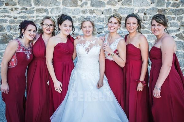 Robes bordeaux longues en differents styles pour demoiselles d honneur